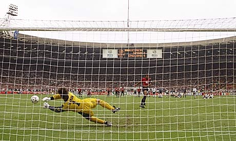 David Seaman saves Angel Nadal's penalty