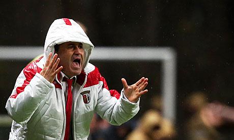Sporting Braga's ankle-length anorak-wearing coach José Peseiro