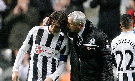 Newcastle United's manager Alan Pardew and Fabricio Coloccini after beating QPR