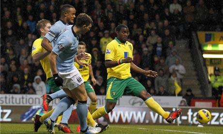 Manchester City's striker Edin Dzeko scores