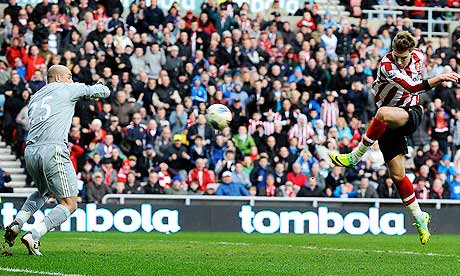 Sunderland's Nicklas Bendtner scores the opening goal against Liverpool