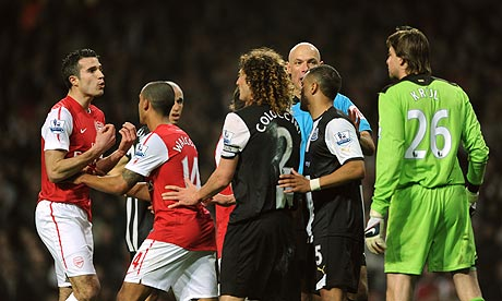 Arsenal's Robin van Persie remonstrates with Newcastle's Tim Krul