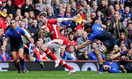 Wales's Alex Cuthbert scores the only try of the game against France
