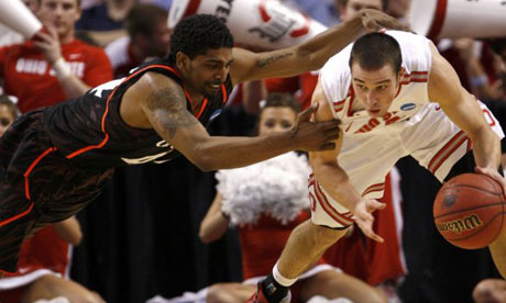 Cincinnati Bearcats' Jaquon Parker tries to stop Ohio State Buckeyes Aaron Craft