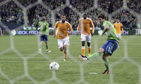 Sounders Sounders' Brad Evans scores vs Houston Dynamo