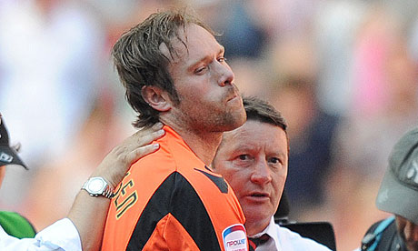 Sheffield United's goalkeeper Steve Simonsen with manager Danny Wilson