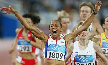 Kelly Holmes wins the 1500m in 2004