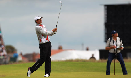 Adam Scott plays in to the 17th