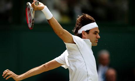Roger Federer in action against Mikhail Youzhny