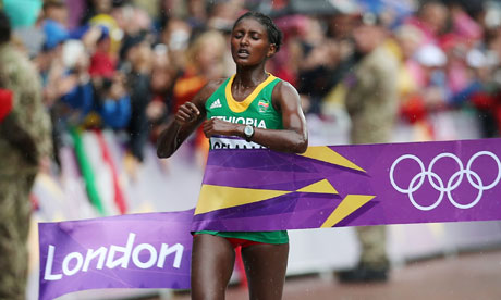 Tiki Gelana wins the London 2012 women's marathon