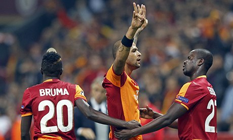 Felipe Melo of Galatasaray celebrates his goal
