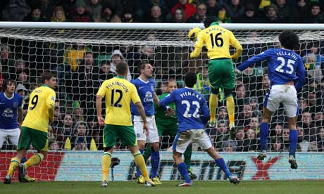 Norwich City's Kei Kamara (number 16) scores the equaliser against Everton at Carrow Road.