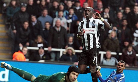 The Newcastle United midfielder Moussa Sissoko, centre, scores the winning goal against Chelsea.