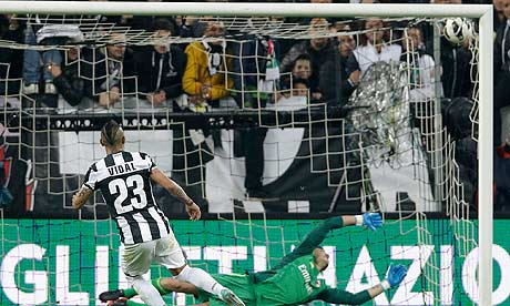 Arturo Vidal Juventus v Milan