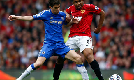 Chelsea's Oscar challenges Manchester United's Anderson