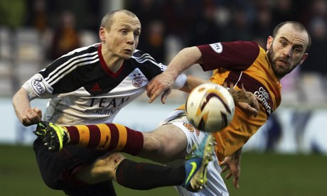 Aberdeen's Willo Flood,left, and Motherwell's James McFadden in the Scottish Premiership at Fir Park