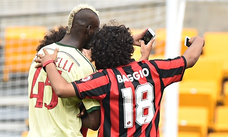 Mario Balotelli poses for selfie with pitch invaders