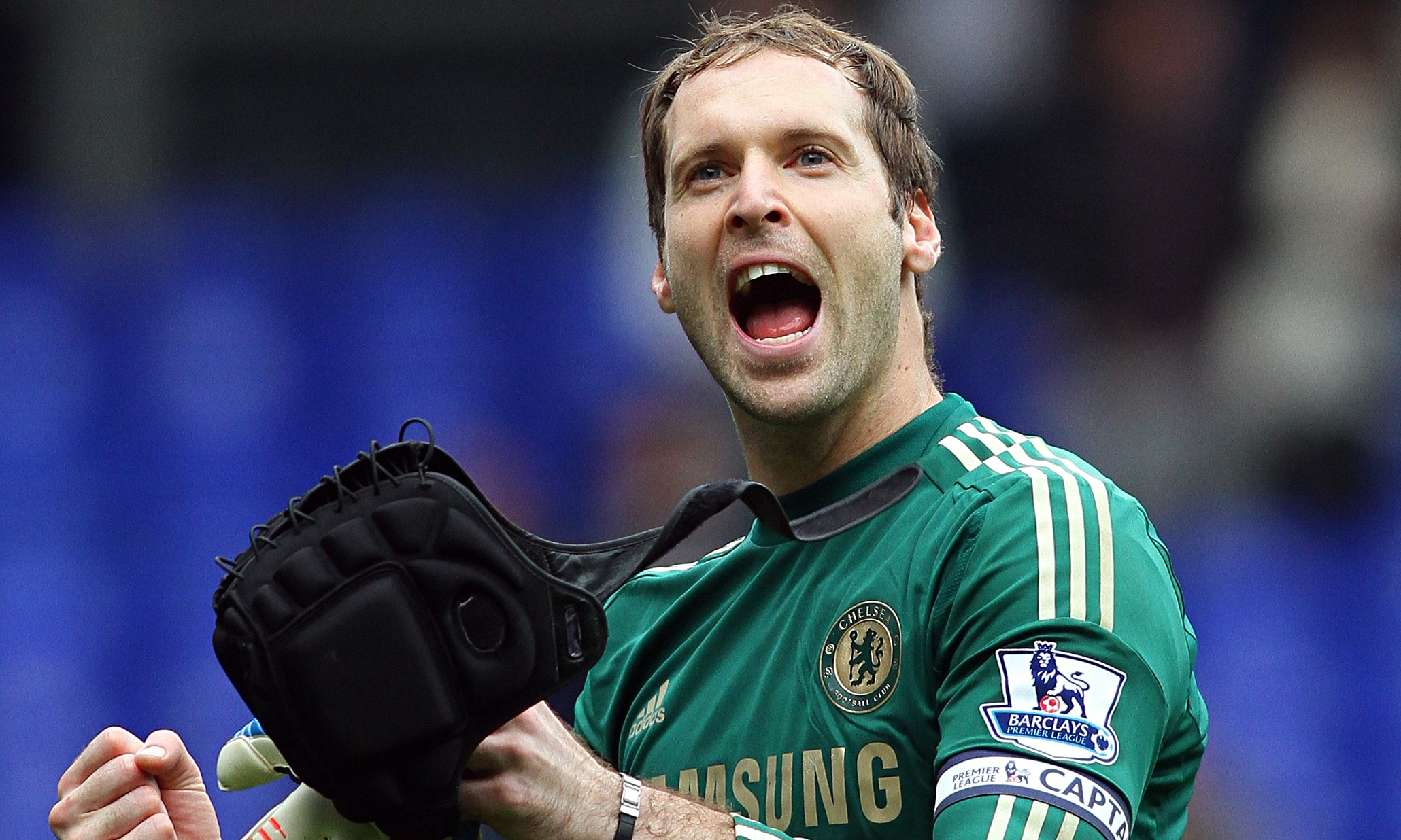 Petr Cech arrives at Arsenal for medical to finalise £11m ...