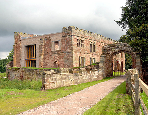 http://static.guim.co.uk/sys-images/Travel/Pix/gallery/2012/8/9/1344512774076/Astley-Castle-near-Nuneat-001.jpg