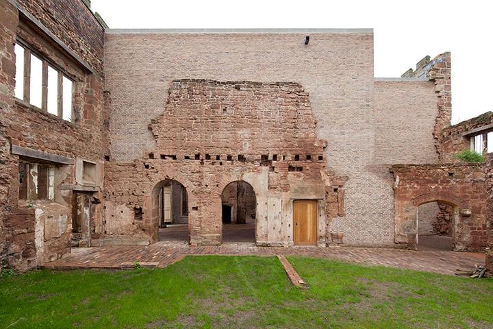 http://static.guim.co.uk/sys-images/Travel/Pix/gallery/2012/8/9/1344512786069/Astley-Castle-Warwickshir-005.jpg