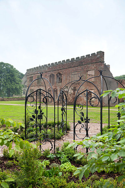 http://static.guim.co.uk/sys-images/Travel/Pix/gallery/2012/8/9/1344512798021/Astley-Castle-Warwickshir-009.jpg