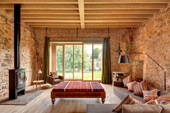 http://static.guim.co.uk/sys-images/Travel/Pix/gallery/2012/8/9/1344512800899/Astley-Castle-living-room-010.jpg
