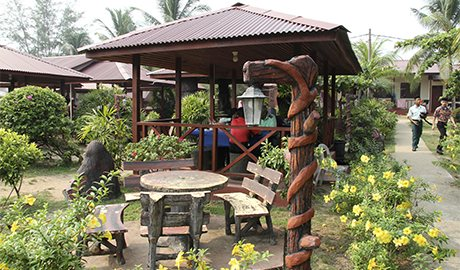 tourism and travel information top  budget beach hotels in malaysia, Beach House/