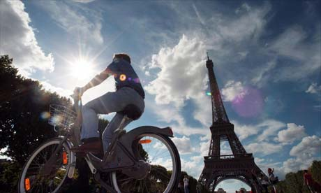 Cycling around Paris on a Velib bike