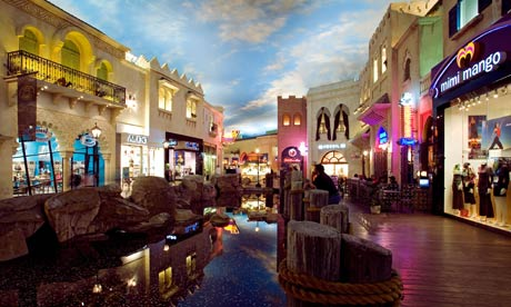 Malls within walking distance of the casinos