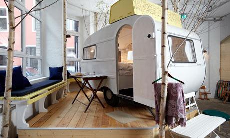 vía: huetten palast. Mi la habitación de mi hotel es una caravana. We Boho