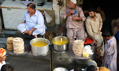 Streetfood in downtown Lahore