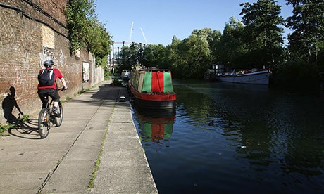 Cycling along a draw trail of Regent's Canal in London