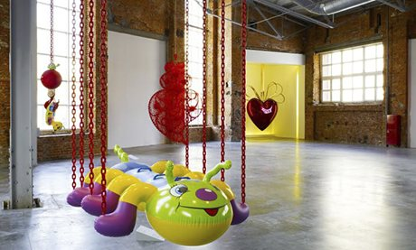 Jeff Koons' Caterpillar Chains at The Garage, Moscow