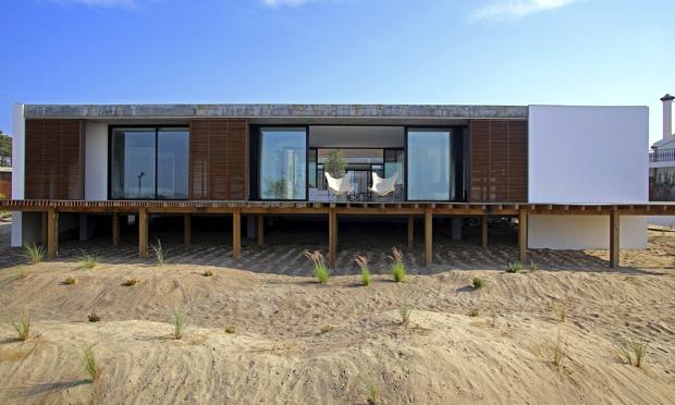 Modernist greek beach house for Beach house ideas uk