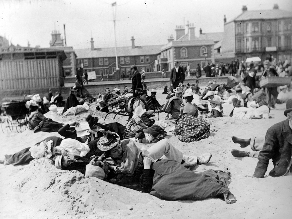 Courting couples on the beach at Yarmouth by Paul Martin