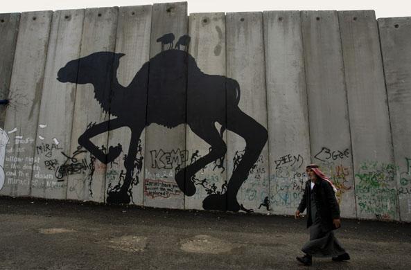 GD5508804@A Palestinian man wal 4188