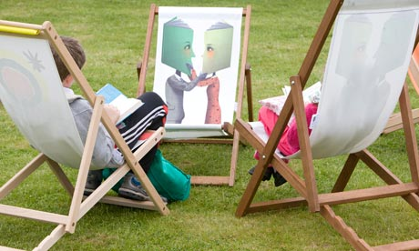 children in deckchairs, hay festival 2009