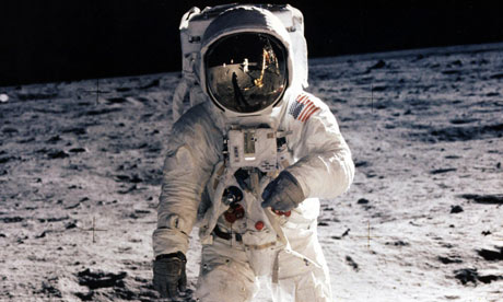 Astronaut on the Moon - Pics about space