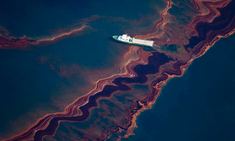 http://static.guim.co.uk/sys-images/Environment/Pix/columnists/2010/5/7/1273230177115/oil-spill-from-the-Deepwa-006.jpg