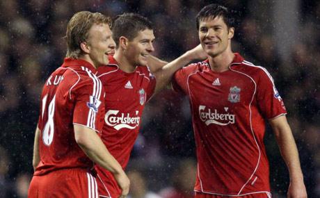 Liverpool ve Bayern Münih Efsaneleri Yardım Maçında Karşı Karşıya Geliyor