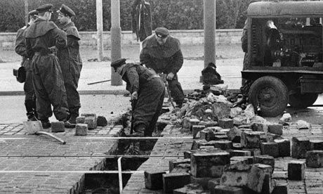 what led to the construction of the berlin wall