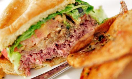 A lion meat burger at Il  008
