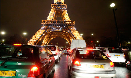 Eiffel tower traffic