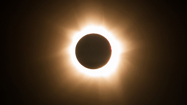 Total eclipse puts Australia's sun havens in the shade ...