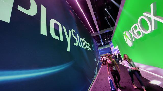À l'orientation exclusivement jeu-vidéo de la PS4, la Xbox One répond par une stratégie nettement plus élargie - au risque de s'éparpiller ? - © TheGuardian