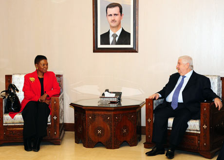 Valerie Amos meets Syrian Foreign Minister Walid al-Moualem in Damascus, Syria during her visit