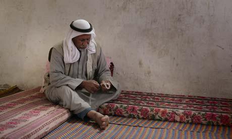 Ahmad Abu Me'tiq. Sa femme et quatre de ses enfants ont été tués dans une explosion à la porte de son domicile à Beit Hanoun, à Gaza.