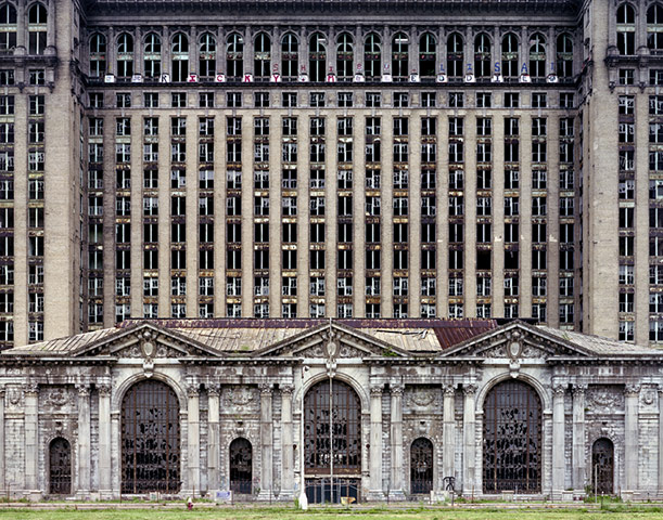 Michigan Central Station, picture from Yves Marchand and Romain Meffre