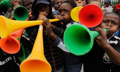 South African boys blow t 006 - Vuvuzela 2010 : l'ambiance de la coupe du monde dans votre iPhone :)