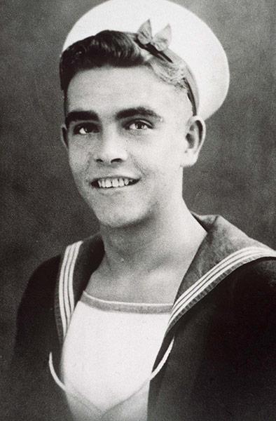 [Image: Sean-Connery-as-a-teenage-017.jpg]